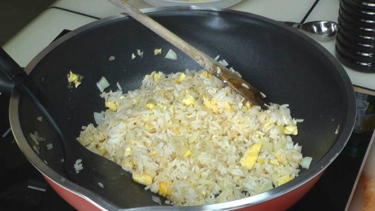 Image of cooked Thai egg fried rice