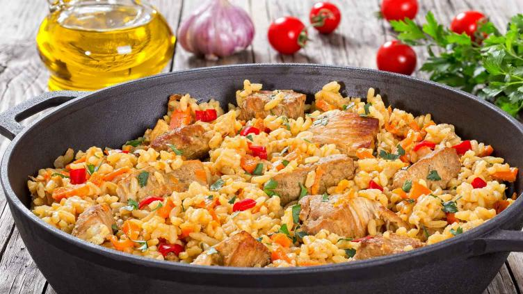 Photo of a Spanish Paella to contrast with italian risotto