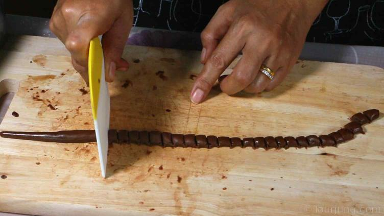 photo of boba being cut into small pearls after rolling out a length of dough to the desired diameter
