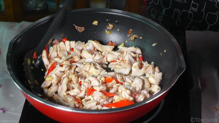 photo of sliced chicken already cooked awaiting the sauces