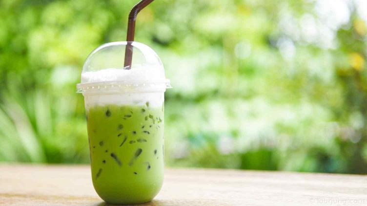 photo of regular Thai Matcha Green Tea served with Ice