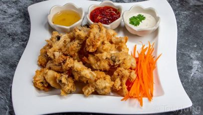 photo of crispy fried mushrooms with sweet chili sauce