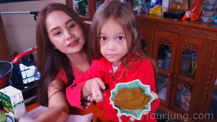 photo of Katie with enhanced green curry paste