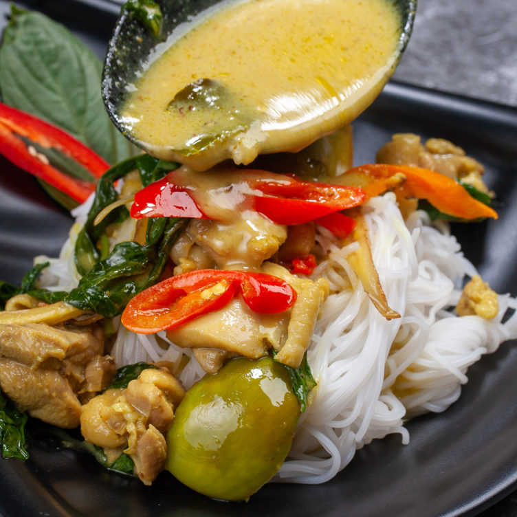 photo close up of chicken Thai green curry