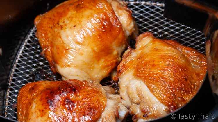 photo of cooked air fryer chickjen thighs