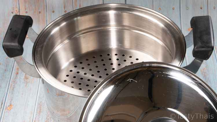 photo of large saucepan with steaming tray perfect for steaming rice