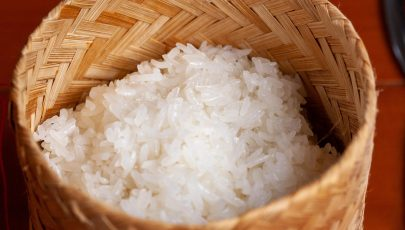photo of sticky rice perfectly cooked and served up in a gradik