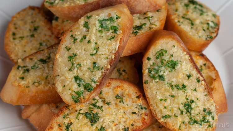 Quick & Easy Air Fryer Garlic Bread in 7 Minutes or Less