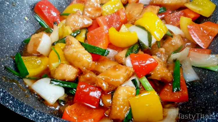 Stir Fry the Vegetables with the Chicken in the Piquant sauce
