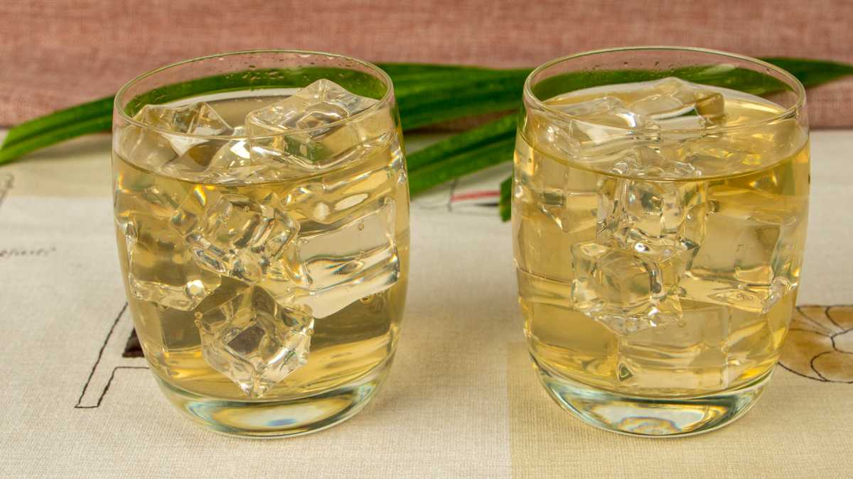 Thai cooling drink made from pandan leaves - healthy and refreshing