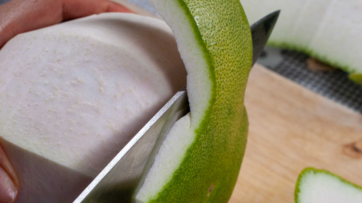 How to peel a Pomelo