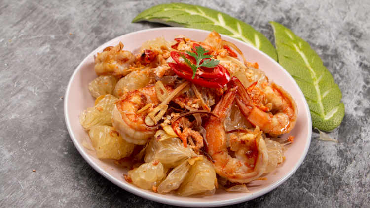 Thai pomelo (Thai grapefruit) salad with shrimp