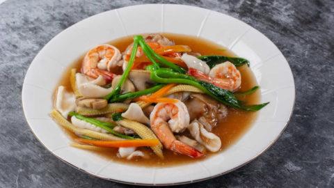 Rad Na Seafood Served